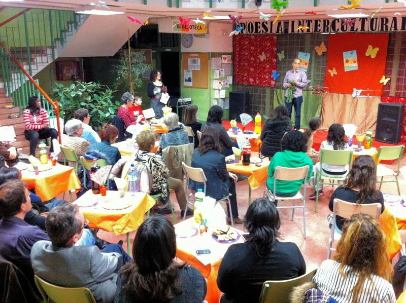 'Limam Boisha y los 40 trovadores' protagonistas del IV Recital de Poesía Intercultural celebrado en el IES Baix Cinca de Fraga