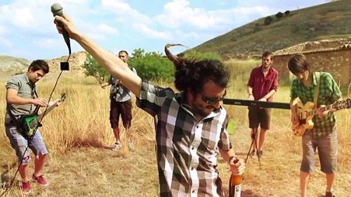 """Los Brodies presientan o suyo nuevo video """"Está en el aire"""""""