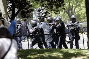 Uno de los momentos de las cargas realizadas el 11 de julio de 2012 en Pase de la Castellana. Foto: David Fernández (Diagonal)