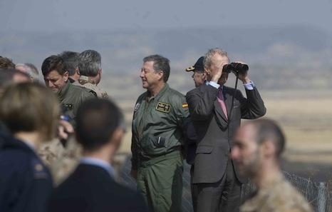 """El ministro español de Defensa defiende el ejercicio militar de las Bardenas como """"otro gasto social"""""""