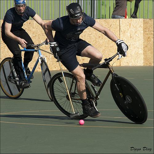 """IU califica de """"ridícula"""" la interpretación de uso de los centros deportivos municipales respecto a las bicicletas"""