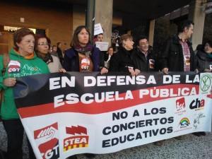 concentracion contra megacentro concertado valdespartera foto CGT (2)