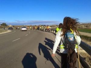 Primeros pasos de la Marcha por la Dignidad de Aragón. En la imagen la columna del Baixo Aragón, saliendo desde Alcanyiz. Foto: Marchas por la Dignidad en Aragón