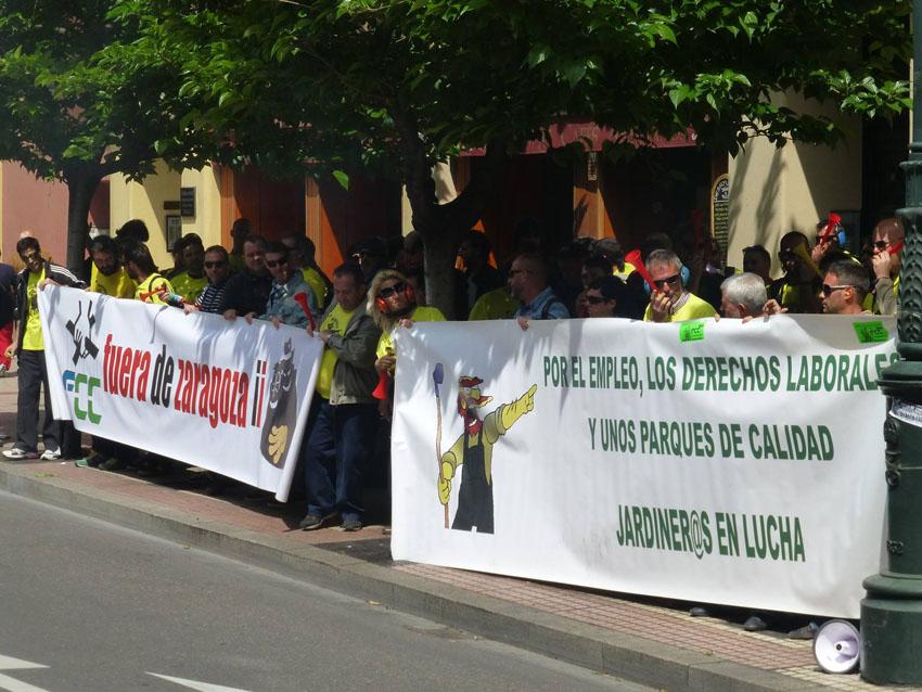 Seguimiento masivo en el primer día de huelga indefinida en FCC Parques y Jardines de Zaragoza