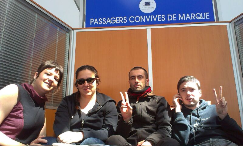 Marruecos traslada contra su voluntad al aeropuerto de Marrakech a la Brigada Aragón Sahara para su expulsión