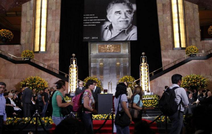 Miles de personas participan en el homenaje póstumo a Gabriel García Márquez