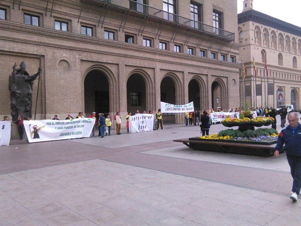 La plantilla de FCC Parques y Jardines reclama derechos laborales frente al Ayuntamiento de Zaragoza