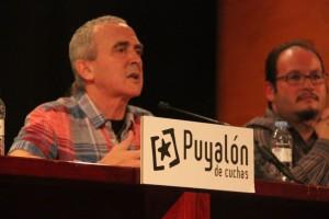 Sabino Cuadra durante su intervención en el debate organizado en Zaragoza, donde también han participado Asun Gulina y Valentín Cazaña. Foto: Puyalón