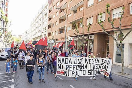 """Dos centenares de personas participan en la movilización del Primero de Mayo del """"bloque crítico"""" altoaragonés"""