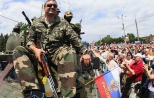 Activistas prorrusos el pasado domingo en Lugansk. Foto: Alexander Khudoteply
