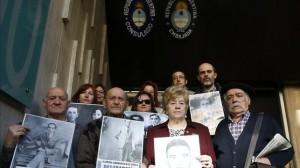 Asturianos entregan al Consulado argentino denuncias por represión en el franquismo. Foto: ElDiario.es
