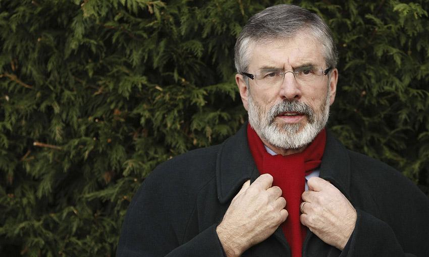 Gerry Adams sufre un ataque con artefacto explosivo en su domicilio