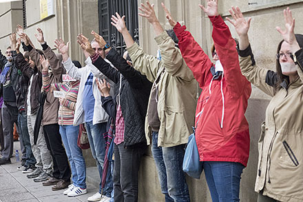 Grito silencioso en Uesca por una democracia de verdad y sin mordaza