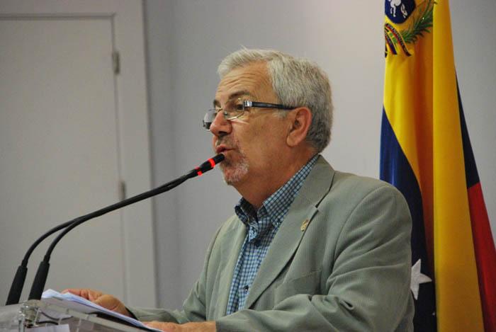 """""""Lo que verdaderamente ocurre en Venezuela es que se está enfrentando el neoliberalismo contra la democracia"""""""