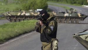 Un soldado de Ucrania en un puesto de control en Slaviansk. Foto: Agencias.