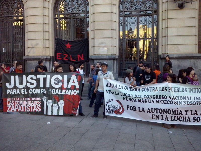 150 personas se concentran en Zaragoza contra los ataques a las comunidades zapatistas