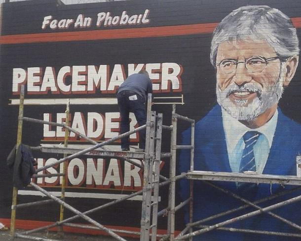 El proceso de paz irlandés se tambalea con la extensión de la detención de Adams