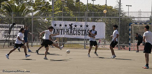 Deporte, reivindicación y mucha participación en el sexto Mundialito Anti-Racista de Zaragoza