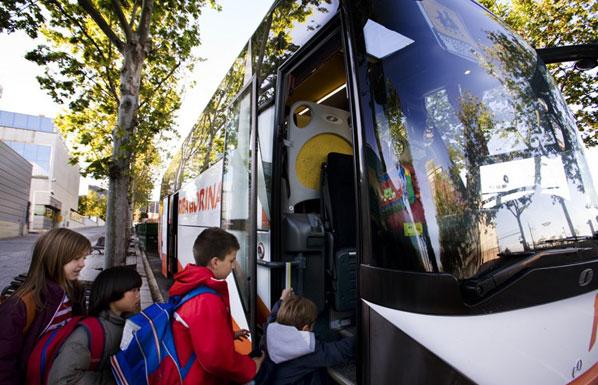 FAPAR muestra su preocupación por la no obligatoriedad de cinturones de seguridad en los autobuses de transporte escolar