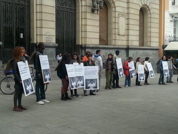 Una concentración en Zaragoza denuncia las políticas migratorias europeas