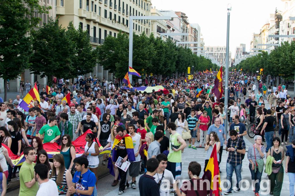Miles de personas vuelven a pedir República en Aragón