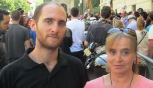 El auto del tribunal suspende la entrada en prisión de Carlos Cano, condenado junto a Carmen Bajo por participar en un piquete en la huelga del 29 de marzo de 2012, hasta que se tramite la petición de indulto.