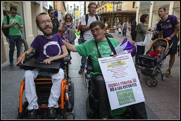 El eurodiputado Pablo Echenique-Robba y el Círculo Podemos Zaragoza apoya la protesta de Antonio Aramayona