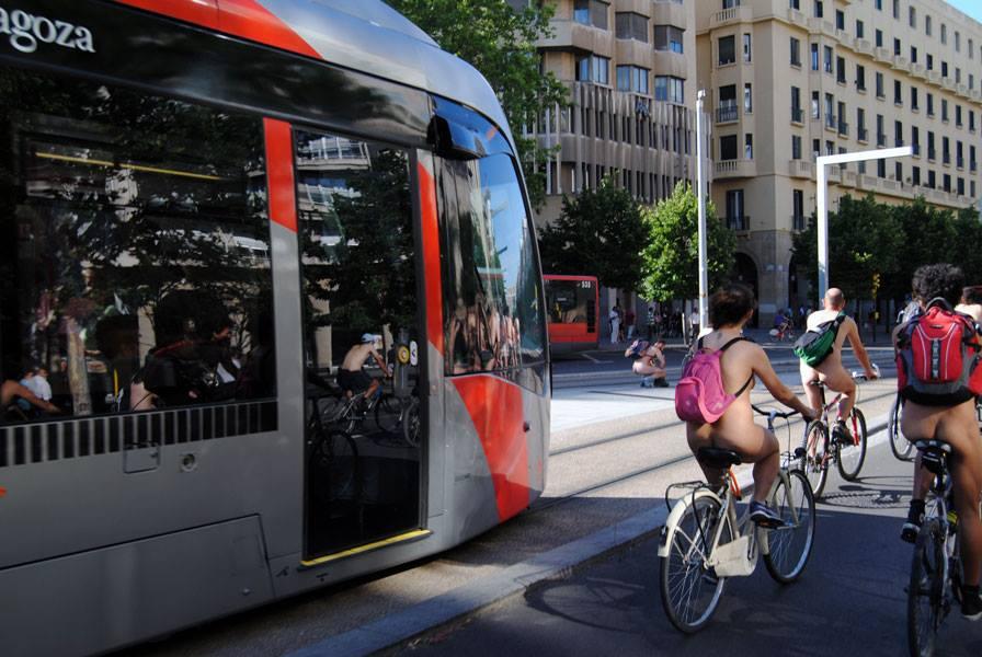 Pedalea: «Más de la mitad de los ciclistas se han sentido acosados por coches»