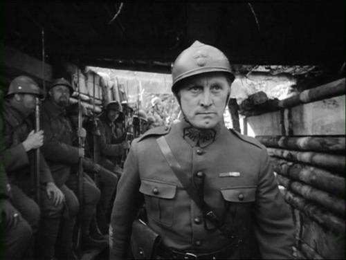 «Senderos de gloria», el alegato antibelicista que fue novela antes que película