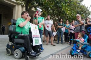 Aramayona durante la concentración de este lunes en Zaragoza. Foto: Pablo Ibañez (AraInfo) [Galería de imágenes]