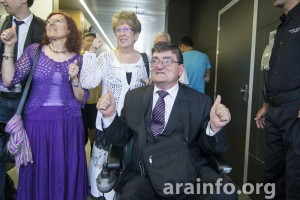 Marga, Marisol y Aramayona a la salida del juicio. Foto: Pablo Ibañez (AraInfo)