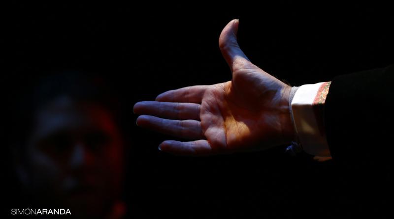 """El fotógrafo Simón Aranda inaugura en Arbolé la exposición """"Con las manos y la voz"""""""