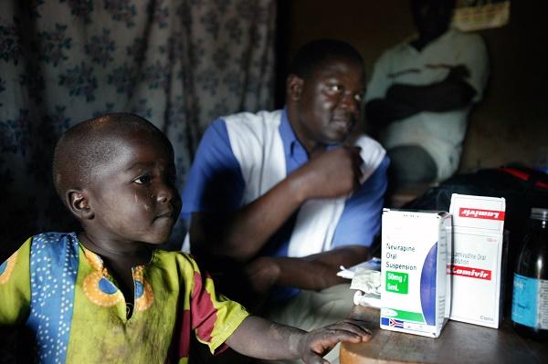 Los altos precios dificultan el acceso a nuevos fármacos y a las mejores pruebas de VIH