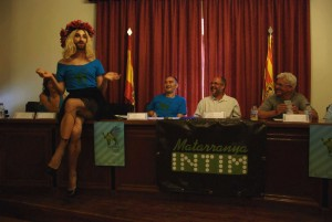 Matarranya Íntim ha presentado hoy en rueda de prensa la programación de su 2ª edición, que transformará las casas del pueblo y espacios singulares de Monroyo en escenarios en los que se representarán una decena de espectáculos para todo tipo de público.