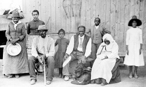 Tubman, a la izquierda, con su familia liberada.