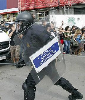 La Audiencia de Barcelona condena al subinspector que golpeó a David Fernàndez (CUP) en una carga en 2011 en Barcelona