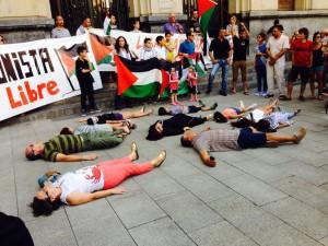 Imagen de la concentración en apoyo al Pueblo palestino de este jueves en Zaragoza. Foto: @AVVLanuzaCV