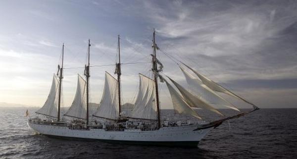 Hallan 127 kilos de cocaína en el buque escuela de la Armada española Juan Sebastián Elcano