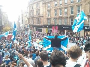 Manifestación en Buchanan Street en Glasgow a favor del 'sí' a la independencia de Escocia. Foto: @YesScotland (Archivo)