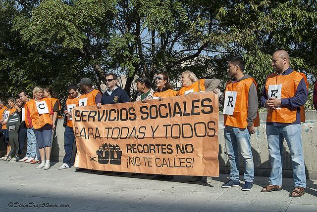 Marea Naranja entrega una reclamación al Gerente del IASS por un caso crítico bloqueado por burocracia