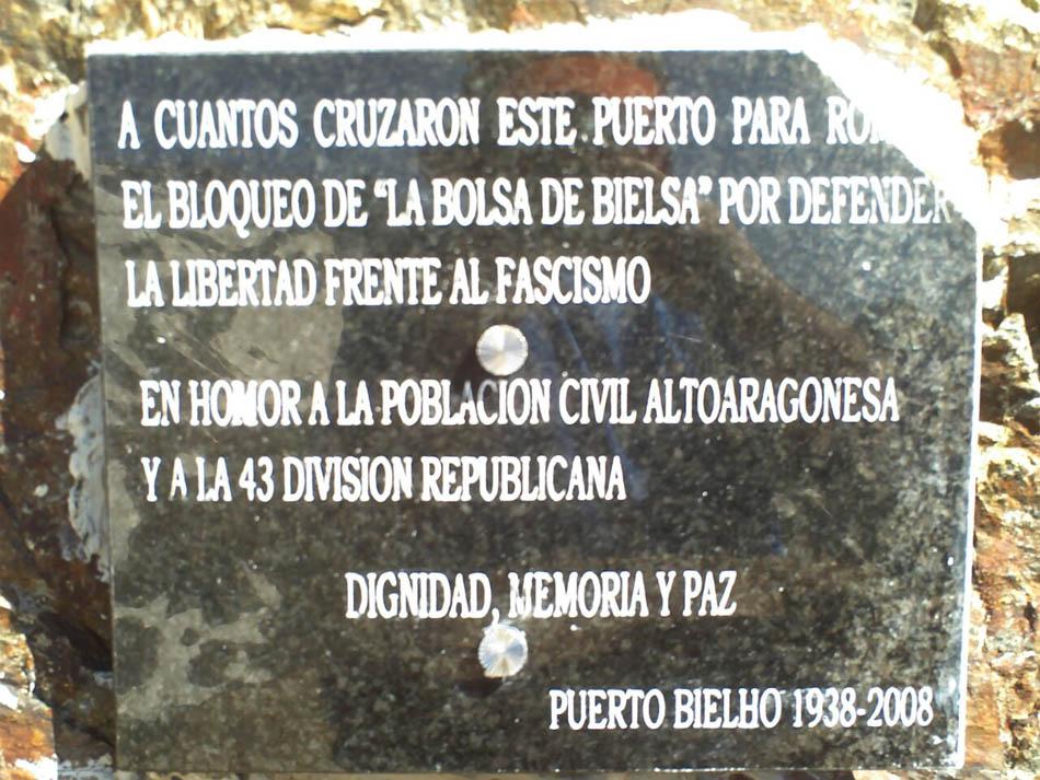Recullida de fundos ta una placa nueva en o Puerto Viello de Bielsa