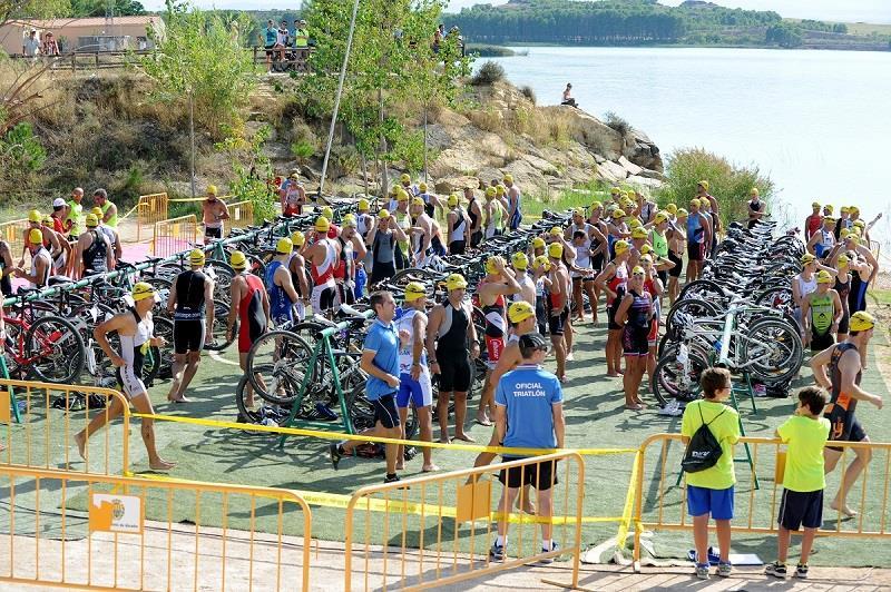 La primera edición del Triatlón Villa de Mequinensa – Tri 'La Mina' reúne a 137 triatletas
