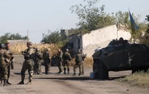 Soldados del Gobierno de Kiev patrullan en la frontera de Donetsk y Lugansk. Foto: Anatolii Stepanov