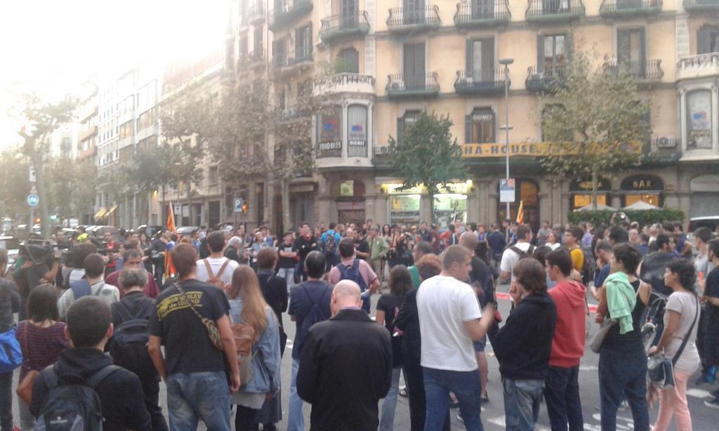 Tercer dia de mobilitzacions en Barcelona davant la delegació del govern espanyol