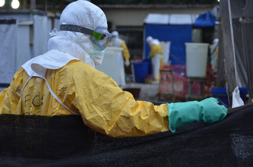 Marea Blanca analiza la gestión del ébola en Aragón