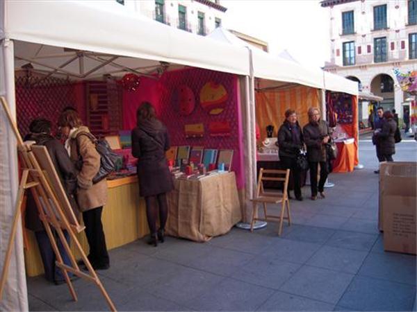 La privatización del Mercado Navideño de Artesanía de Uesca dificultará la presencia de los verdaderos artesanos