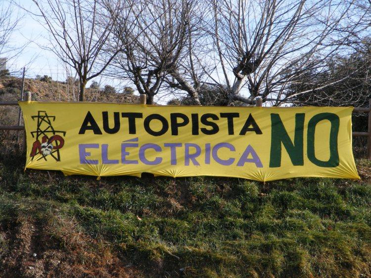 Pancartas contra la Autopista Eléctrica Peñalba-El ArneroMonzón-Isona. Foto: Blog Pueyo de Marguillén