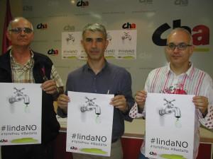 Representantes de CHA durante una rueda de prensa en Uesca.