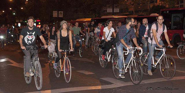 Taxistas de Zaragoza aceptan el reto de «pasar del taxi a la bici por un día» lanzado por colectivos ciclistas