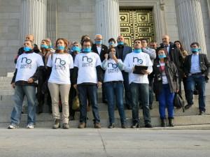 La Plataforma No Somos Delito durante una protesta en el Congreso español. Foto: @amaiurinfo